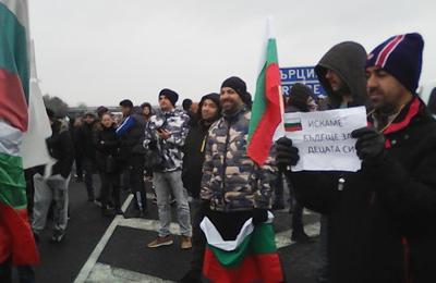 Масови протести : Блокират пътищата в цялата страна в събота