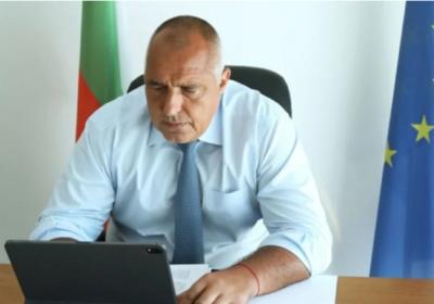 Борисов започна да раздава пари на родители, ще раздава по 1000 лева