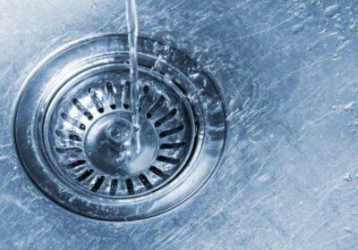 Отпушване на мивката с бърз и ефективен бабешки трик!
